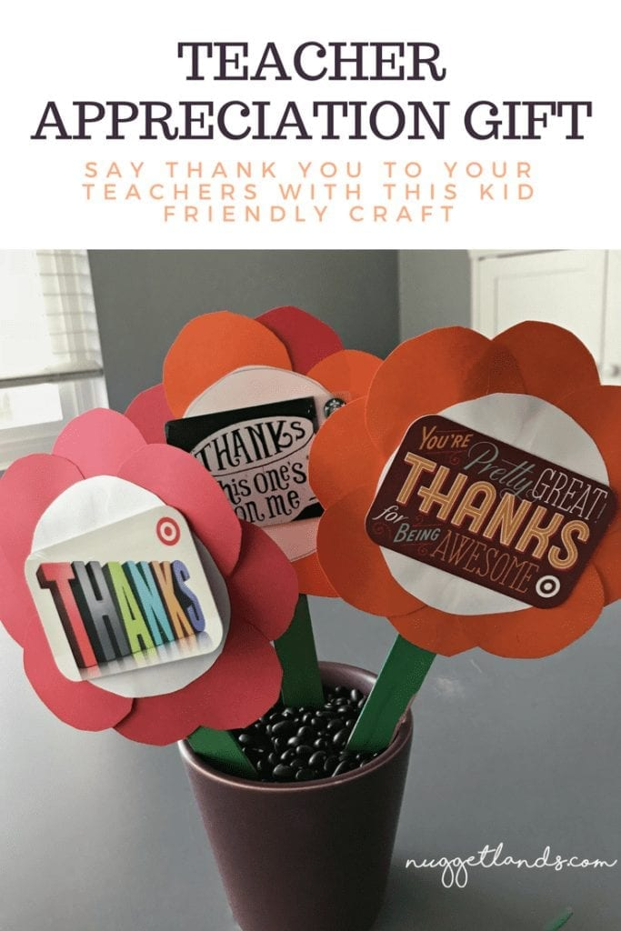 Easy teacher appreciation craft idea that coordinated with our school's theme for the week, Bloom and Grow. This thank you flower gift is creative, kid friendly and budget friendly. #teacher #gifts #craft #creative #preschool